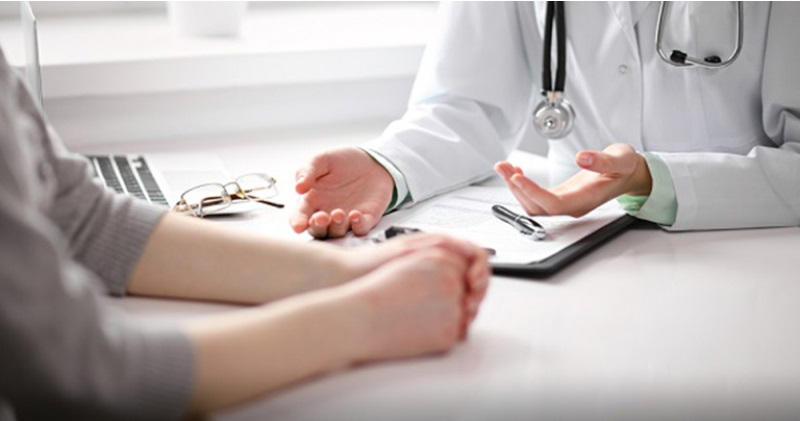Thăm khám bác sĩ thường xuyên là cách để phát hiện sớm viêm âm đạo.