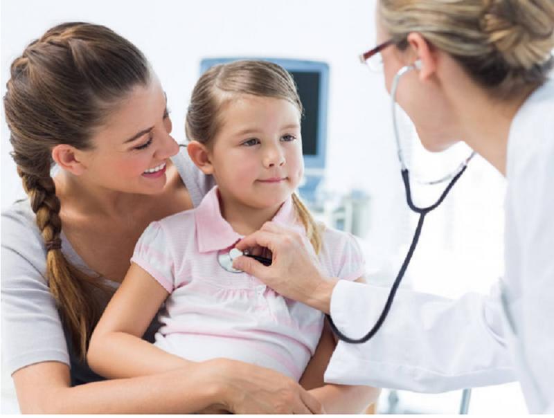 Bạn hãy đưa bé đi thăm khám và điều trị tại cơ sở y tế uy tín.