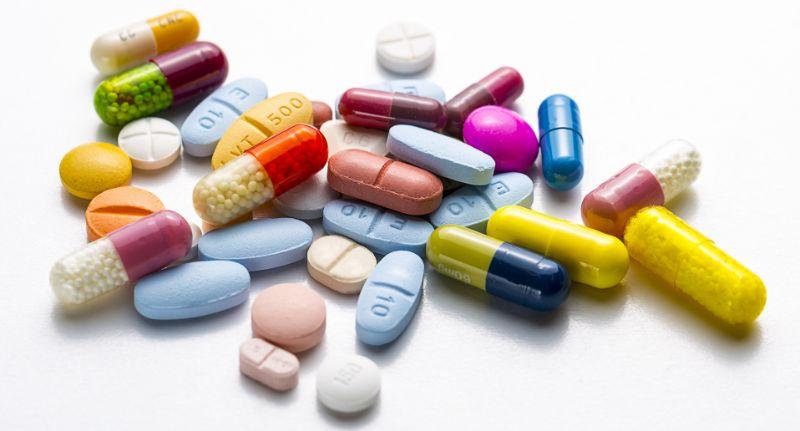 Chữa trị bằng thuốc là phương pháp được áp dụng phổ biến hiện nay